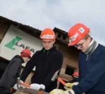 Voluntari din Danemarca pe şantierul Habitat din Oradea