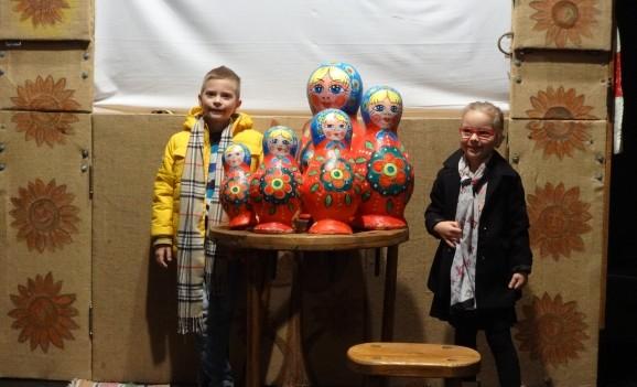Oradea: Spectacol de teatru de păpuși oferit copiilor proveniți din familii nevoiașe