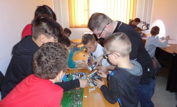 """Programul """"Şcoală după şcoală"""", derulat de Administraţia Socială Comunitară Oradea, la final"""