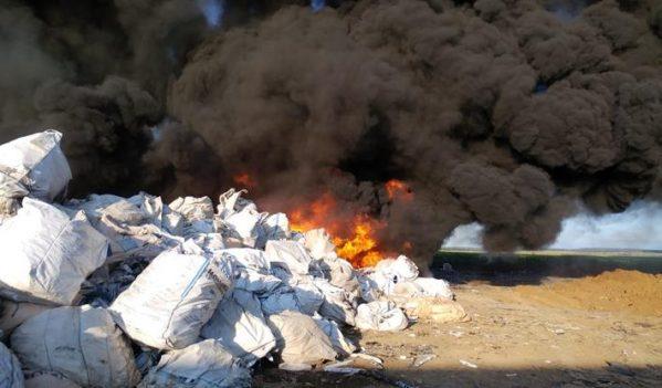 Incendiu de mare amploare la depozitul de deșeuri din Nojorid
